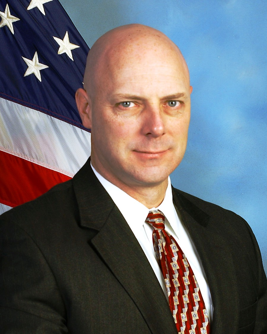 McAfee Honors FBI's Shawn Henry with Crime Fighter Award - top government contractors - best government contracting event