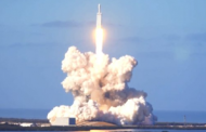 SpaceX's Falcon Heavy Rocket Soars on Maiden Test Flight