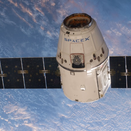 SpaceX Dragon Returns to Earth After ISS Mission - top government contractors - best government contracting event